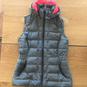 The North Face 550 hooded vest
